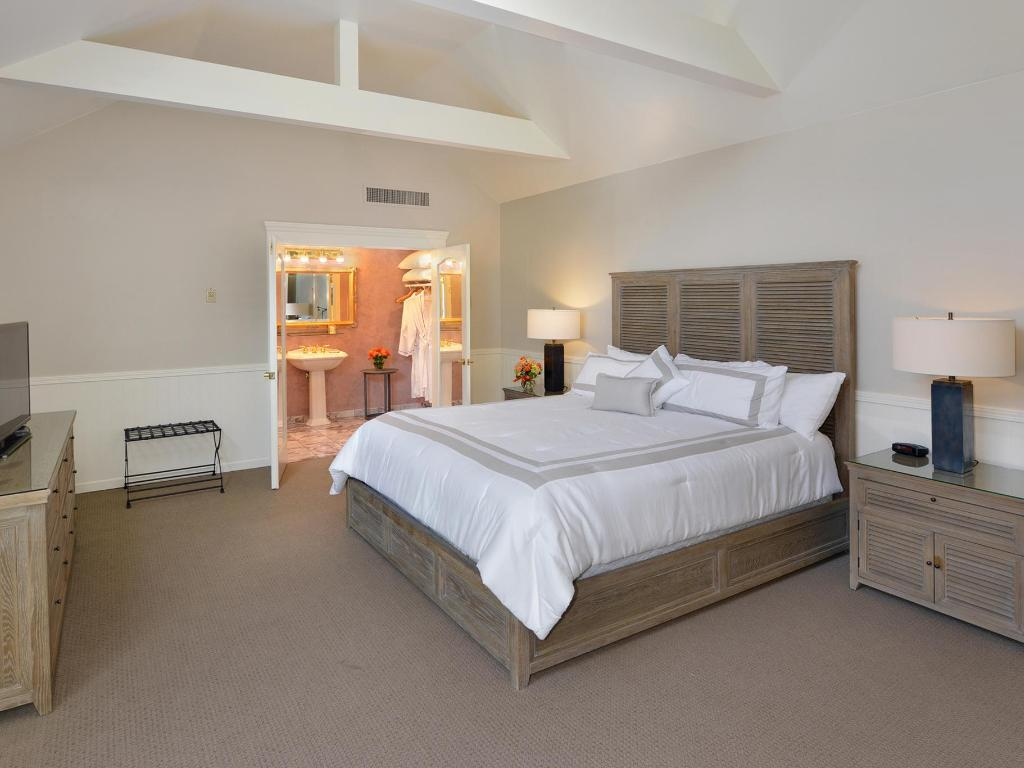 Carriage House - Deluxe Suites