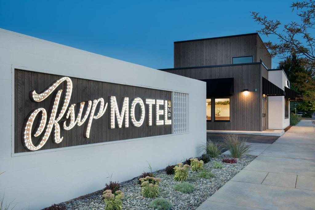 RSVP Motel welcomes guests to experience the boutique motel located in the heart of Midtown Bozeman.